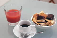 Kawa espresso, ciasta i sok, Zdjęcie Royalty Free