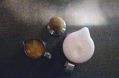 Kawa espresso i floamy mleko Zdjęcie Stock