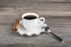 Kawa espresso z kijem cynamon zdjęcia stock