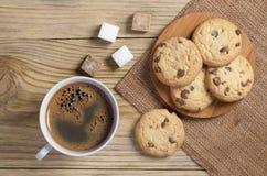 Kawa i ciastka z czekoladą Obrazy Stock