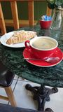 Kawa i Croissant fotografia stock