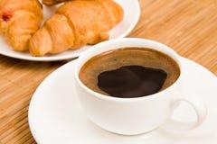 Kawa i croissants Zdjęcia Stock