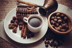 Kawa i czekoladowy śmietankowy tort Obraz Stock