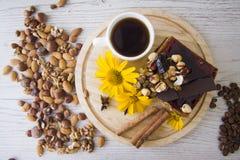 Kawa i dokrętka tort Zdjęcie Royalty Free
