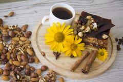 Kawa i dokrętka tort Zdjęcia Royalty Free