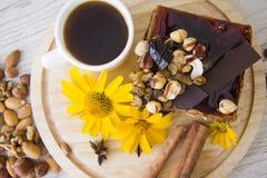 Kawa i dokrętka tort Zdjęcia Stock