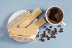 Kawa i opłatki z czekoladą fotografia stock