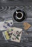 Kawa i pocztówki Zdjęcia Stock