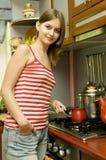 kawa jest gotowa młode kobiety Zdjęcia Stock