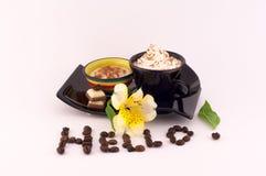Kawa, śmietanka i kwiaty, Zdjęcia Royalty Free