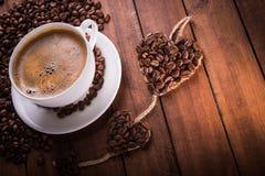 Kawa na białej filiżance Zdjęcie Royalty Free