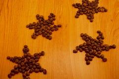 Kawa na drewnianym tle Zdjęcia Royalty Free