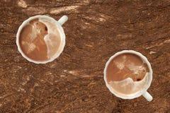 Kawa na drewno ścianie Zdjęcia Royalty Free