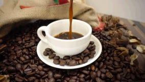 kawa nalewa zdjęcie wideo