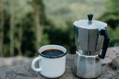 Kawa outdoors Turystyka i campingowy pojęcie zdjęcie royalty free
