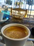 Kawa przed morzem obrazy royalty free