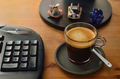 Kawa przy pecetem Zdjęcie Stock