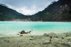 Kawa Putih, `白色火山口`在万隆,西爪哇省,印度尼西亚 图库摄影