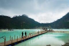 Kawa Putih, `白色火山口`在万隆,西爪哇省,印度尼西亚 免版税库存照片