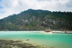 Kawa Putih, `白色火山口`在万隆,西爪哇省,印度尼西亚 库存照片