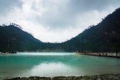 Kawa Putih, `白色火山口`在万隆,西爪哇省,印度尼西亚 免版税图库摄影
