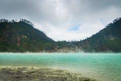 Kawa Putih, ` blanco del cráter del ` en Bandung, Java del oeste, Indonesia foto de archivo libre de regalías