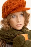 kawa ubierająca target2858_0_ dziewczyna dosyć w górę ciepłego Zdjęcie Stock