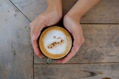 Kawa w ręce Zdjęcie Royalty Free