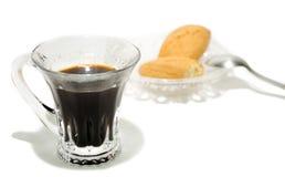 Kawa z ciastkami na białym tle obrazy stock
