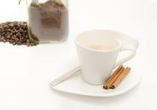 Kawa z fasolami i grinded kawą Obraz Royalty Free