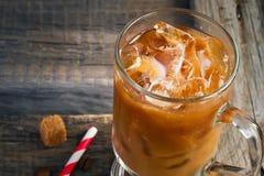 Kawa z lodem w szklanej, selekcyjnej ostrości, przestrzeń dla teksta Zdjęcia Stock