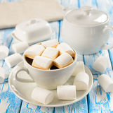 Kawa z marshmallows Zdjęcia Royalty Free
