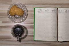 Kawa z notatnikiem Bierze czas dla ty zdjęcie royalty free