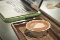 Kawa z notatnikiem dla biznesowego działania Fotografia Royalty Free