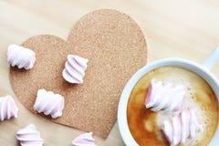 Kawa z różowym marshmallow obraz royalty free