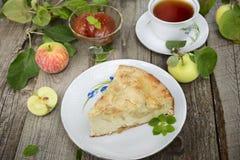 Kawałek jabłczany kulebiak i jabłczany dżem Fotografia Stock