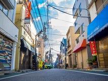 Kawagoe Japan - Maj 14, 2017: Slutet av shoppar upp och diversehandel, som van vid var det gamla lagret, i Kawagoe, Japan Royaltyfria Foton