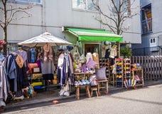 Kawagoe Japan - Maj 14, 2017: Slutet av shoppar upp och diversehandel, som van vid var det gamla lagret, i Kawagoe, Japan Royaltyfri Foto
