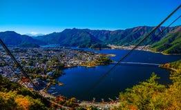 Kawaguchiko与惊人的阳光的湖视图 免版税库存图片