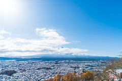 kawaguchiko与雪的城市地平线 图库摄影