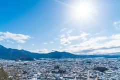 kawaguchiko与雪的城市地平线 库存照片