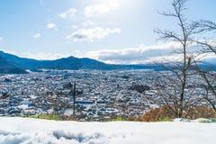 kawaguchiko与雪的城市地平线 免版税图库摄影