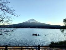 Kawaguchiko湖在秋天 库存图片