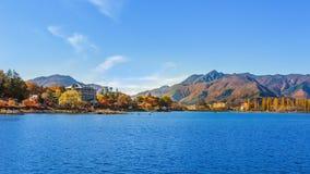 Kawaguchiko озера в осени Стоковое Фото