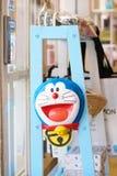 Kawaguchiko, Giappone - 14 maggio 2018: Una foto della maschera di Doraemon che vende nel lago vicino Kawaguchi del negozio di ri fotografie stock libere da diritti