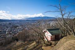 KAWAGUCHIKO, JAPAN - FEBRUARI 19, 2016: cityscape van Shimoyoshi Stock Foto's