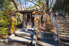KAWAGUCHIKO, JAPAN - FEBRUARI 19, 2016: Een klein heiligdom binnen A Royalty-vrije Stock Afbeeldingen