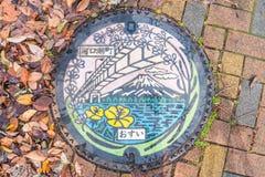 Kawaguchiko JAPONIA, Nov, - 27 2016: kolorowy Kawaguchiko manhole Zdjęcia Royalty Free