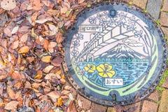 Kawaguchiko JAPONIA, Nov, - 27 2016: kolorowy Kawaguchiko manhole Zdjęcie Stock