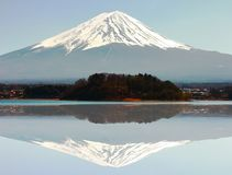 Kawaguchiko jezioro z Fuji góry tłem Obraz Royalty Free